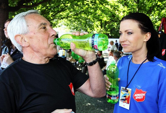 Pražského maratonu se zúčastnil i dvorní lékař bývalého prezidenta Václava Havla Pavel Pafko. Společnost mu dělala moderátorka Gabriela Partyšová.