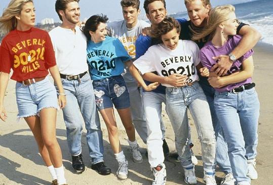 Herečka se svými kolegy ze seriálu Beverly Hills 90210.