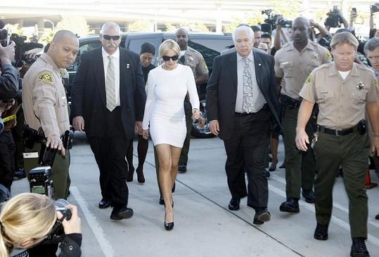 Soudní procesy Lindsay Lohanové jsou pokaždé plné novinářů a fotografů.