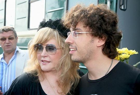 Zpěvačka se svým přítelem Maximem Galkinem.