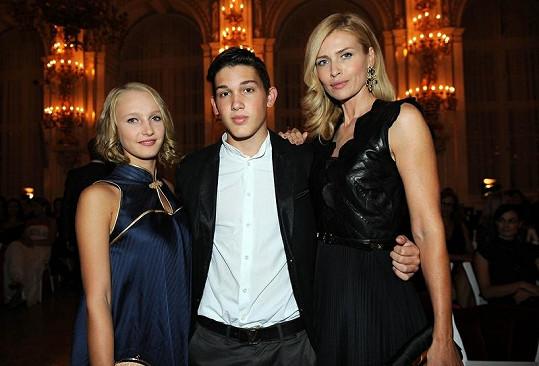 Daniele dělal společnost syn Yanick s přítelkyní.