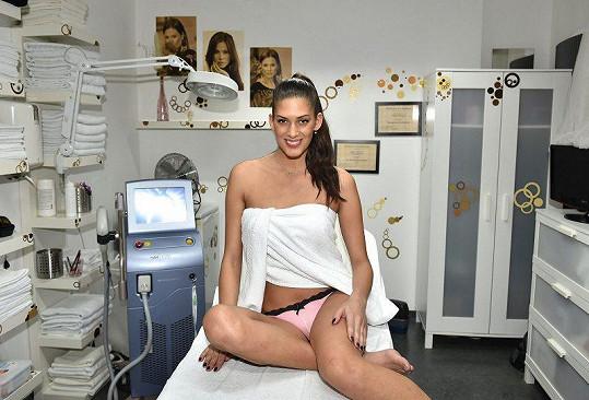 Aneta Vignerová se zbavuje chloupků po celém těle.