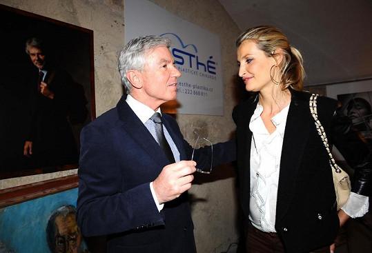 Tereza Maxová s Janem Měšťákem na párty jeho kliniky.