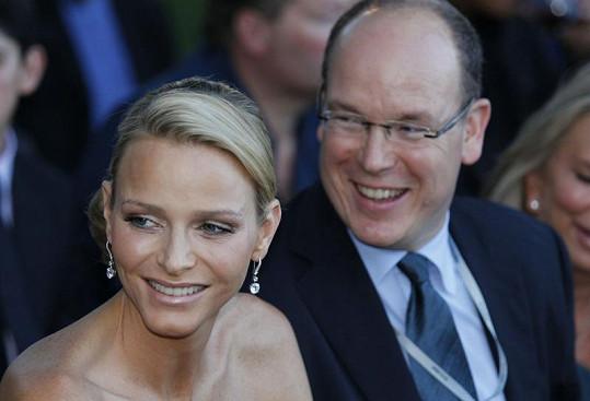 Monacký kníže Albert II. se svou snoubenkou Charlène Wittstock.