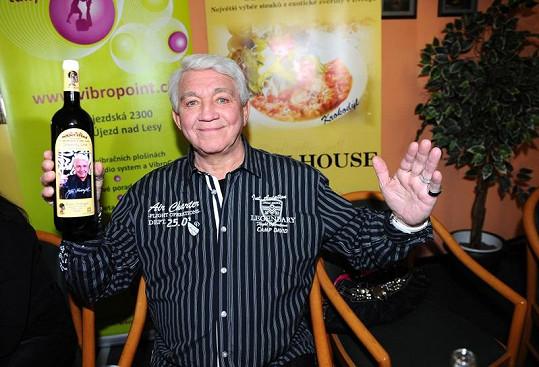 Jiří Krampol a jeho víno.