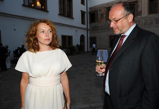 Petra Buzková na večírku.