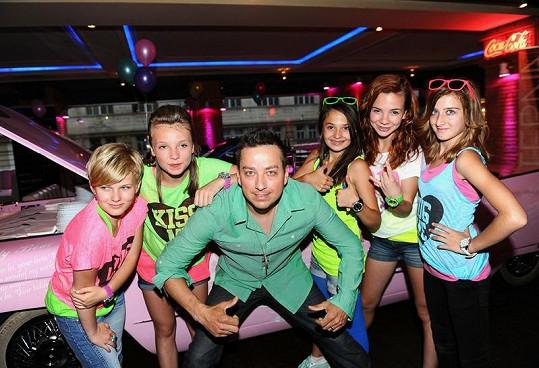 Petr Bende s holkami z 5Angels.