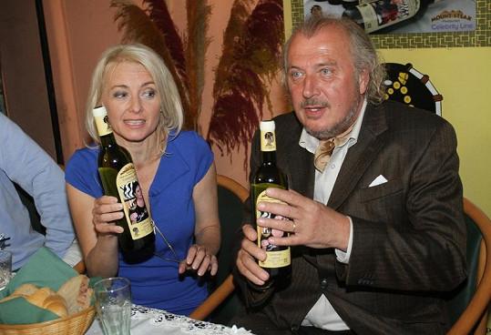 Kmotry vína se stali Kristián Kodet a Veronika Žilková.