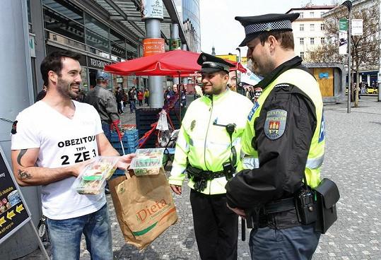 Václav Noid Bárta nabízel krabičkovou dietu i policistům, aby se uplatil za to, že špatně parkuje.