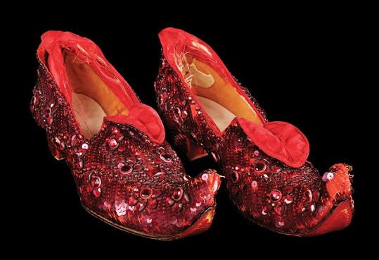 Střevíčky, které si obula Judy Garland ve filmu Čaroděj ze země Oz, se prodaly za 29,5 miliónu korun.