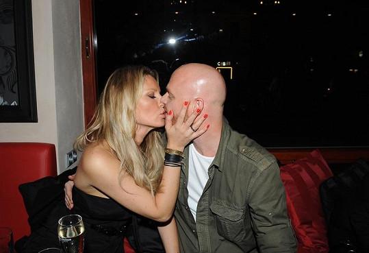 Simona Krainová s manželem Karlem Vágnerem na opening párty.