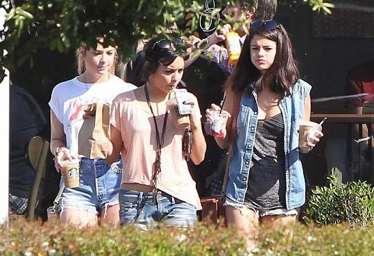 Obsazení filmu Spring Breakers: Ashley Benson, Vanessa Hudgens a Selena Gomez.