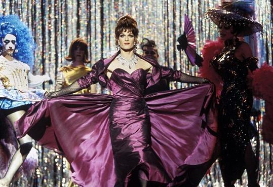 Patrick Swayze si zahrál transvestitu ve filmu Tři muži v negližé.