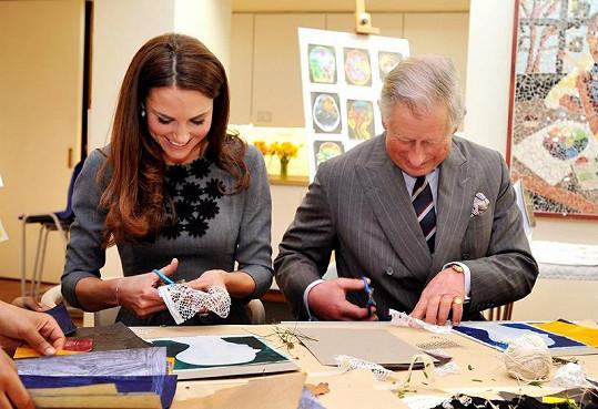 Kate a Charles si zkoušeli vytvořit vlastní obrázek.