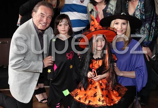 Karel Gott s manželkou Ivankou a dcerkami Charlottkou a Nelly