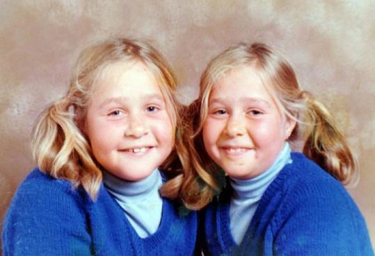 Jednovaječná dvojčata si ve škole každý pletl.