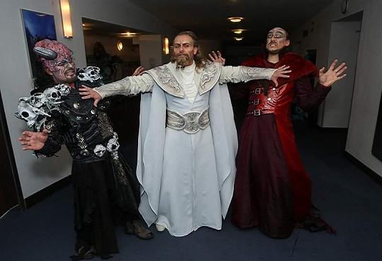 S Petrem Kolářem a Mariánem Vojtkem v kostýmech.