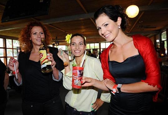 Štěpánka a Eva Decastelo s Janou Doleželovou.