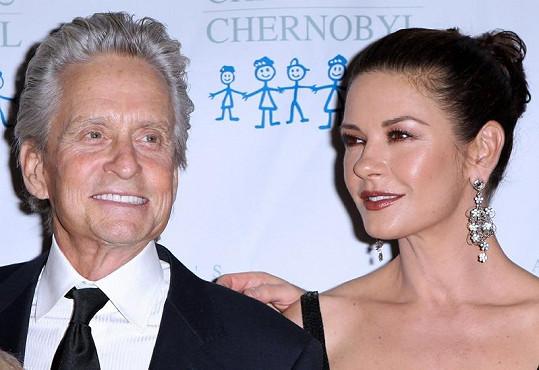 Michael Douglas i Catherine Zeta Jones vypadají skvěle.