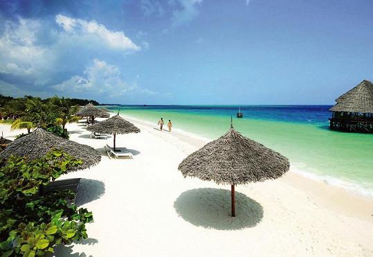Po téhle úžasné pláži se budou prohánět manželé Adamcovi.