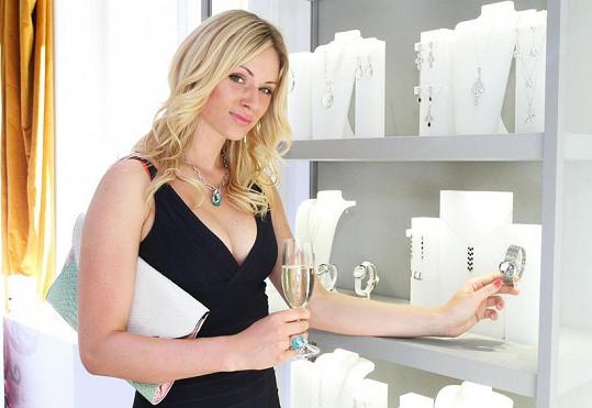 Na prezentaci nové kolekce šperků s krystaly Moravcová přiznala, že randí s mladým sportovcem.