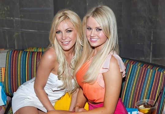 Nejlepší kamarádky: Anna Sophia Berglund (vpravo) a Crystal Harris.