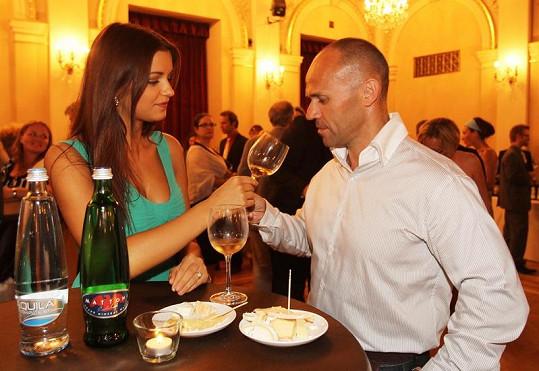Jitka Válková a Mirek Cipra ochutnali všechny odrůdy vin.