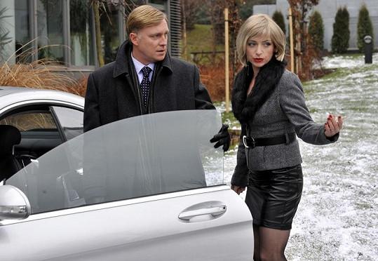 Ve filmu si ústřední dvojici zahráli Michal Dlouhý s Tatianou Vilhelmovou.