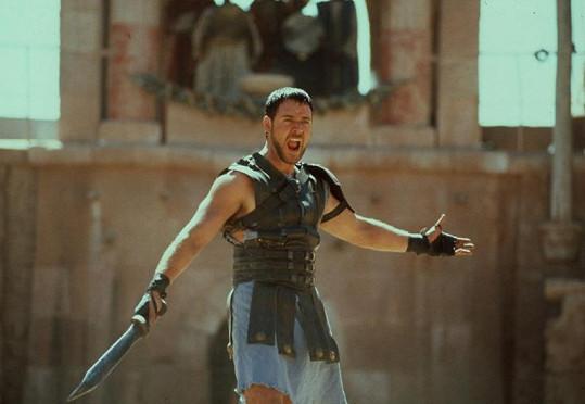 Russell jako neohrožený bojovník.