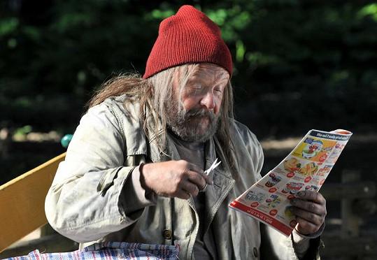 Arnošt Goldflam jako bezdomovec pan Ostřihoň.