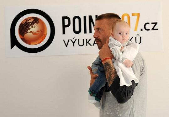 Tomáš Řepka syna zbožňuje.