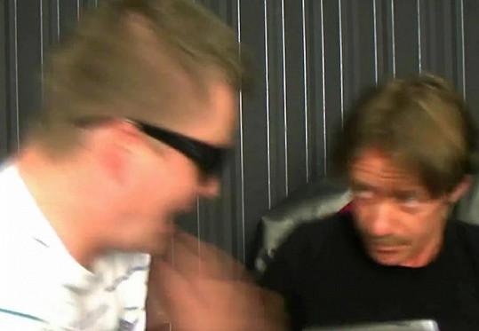 Kazma nečekal, že na něj herec Langmajer zaútočí.