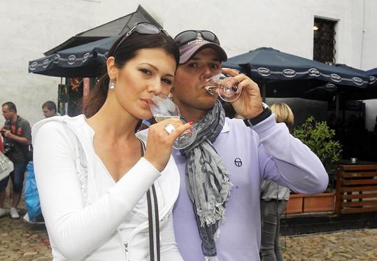 Jana Doleželová se svým snoubencem Richardem Podroužkem.