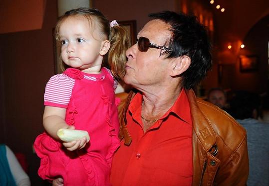Jan Saudek s nejmladší dcerou.