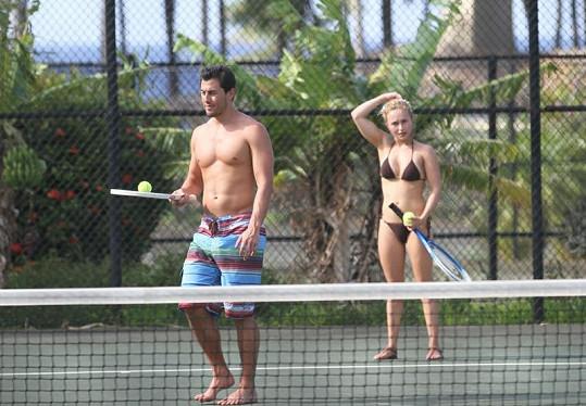 Tenis v podání Hayden Panettiere a jejího partnera Scottyho McKnighta.