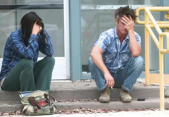 Zdrcený Sean Penn a Shannon Costello.