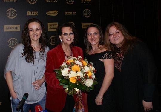 Moderátorky Dámského klubu s herečkou Claudií Cardinale.