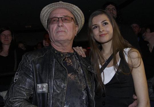 Petr Janda se přišel na koncert podívat s prostřední dcerou Eliškou.