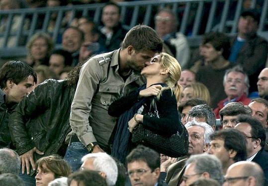 Shakira s Piquém chodili na fotbalové zápasy a za jejich lásku se rozhodně nestyděli.