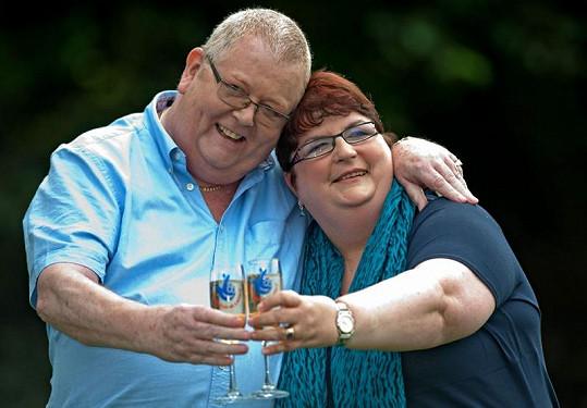 Chris a Colin Weirovi mají co slavit, dotěrní lidé jim ale nedají pokoj.