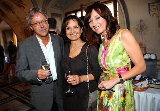 Veronika Freimanonová s přítelem a Beata Rajská na párty.
