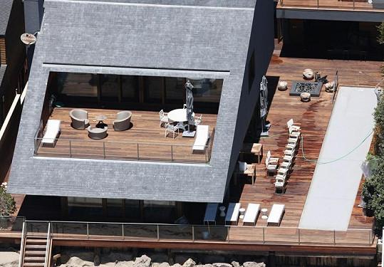 Futuristická budova Jasona Stathama.