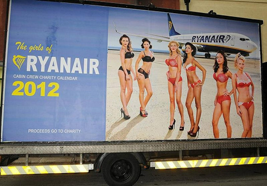 Kalendář má reklamu i na kamiónu.