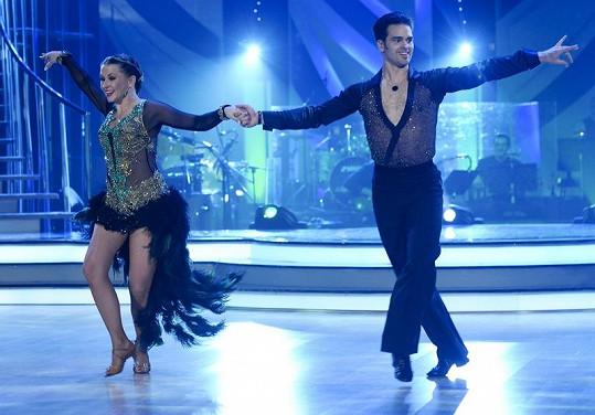 Při sambě měla na sobě Morávková ze všech tanečnic nejvíce látky.