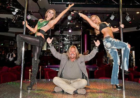 Vince si v Las Vegas otevřel noční podnik.