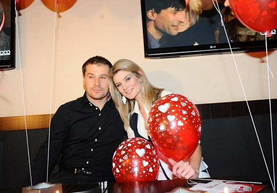 Iveta Lutovská s přítelem Jaroslavem na valentýnské párty