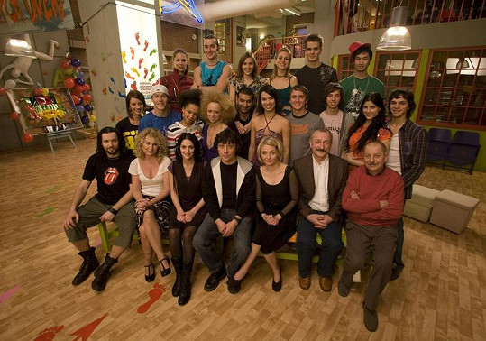 Radka mezi kolegy ze seriálu byla jako vždy nejodvážněji oblečená.