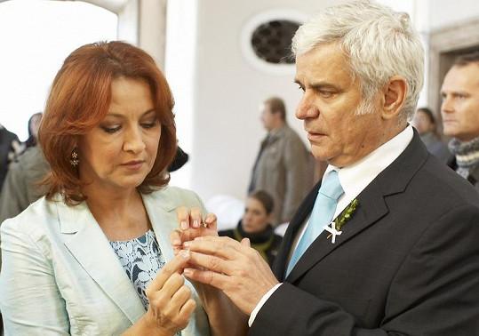 Seriáloví manželé Valšíkovi Zlata Adamovská a Petr Štěpánek.