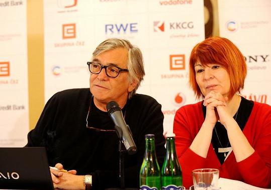 Jiří Bartoška s mluvčí Uljanou Donátovou na první tiskové konferenci k festivalu.