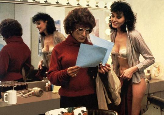 První filmová role Geeny Davis ve filmu Tootsie s Dustinem Hoffmanem.